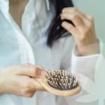 Czy olej CBD może pomóc przy wypadaniu włosów?